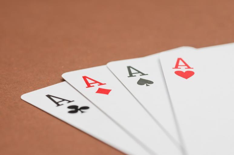 Ein Bild von einem Pokerkarten